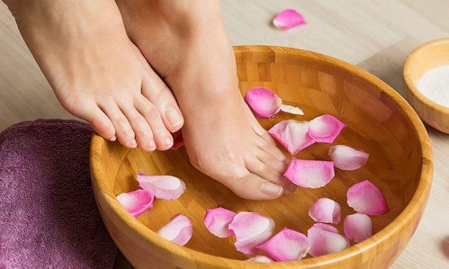 Suy giãn tĩnh mạch có nên ngâm chân không?